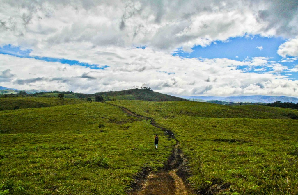 Getting lost hiking 'round the countryside of Huila, Colombia with Elsa