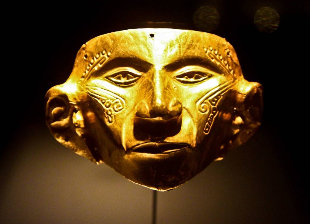Pre-hispanic gold exhibited in El Museo del Oro, Bogotá 1  Camera: Canon Rebel T1i Lens: Sigma 17-50mm, f/20 Focal Length: 50 mm Exposure settings: 1/400 sec at f/3.2, ISO 1600
